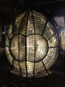 "CC BY-SA 3.0, wikimedia commons ""A Fresnel lens exhibited in the Musée national de la Marine"""
